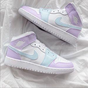⚡️Custom Air Jordan 1 Mids⚡️